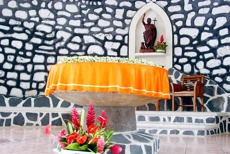 Pierre de l'autel de l'église de Mataiea