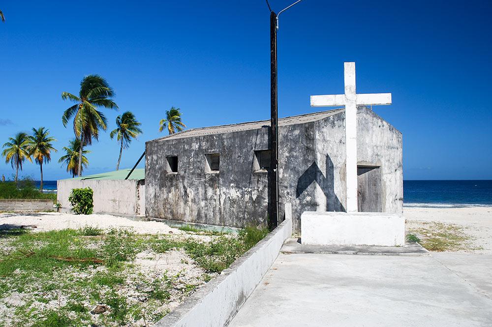 Hangar et croix à Napuka