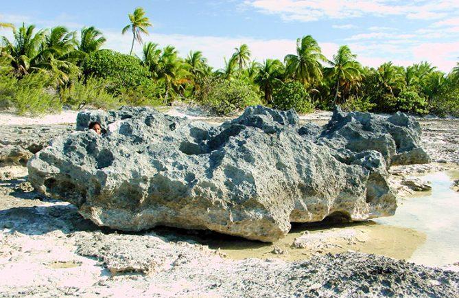 Trois cailloux de Oterekia, à Anaa, Tuamotu