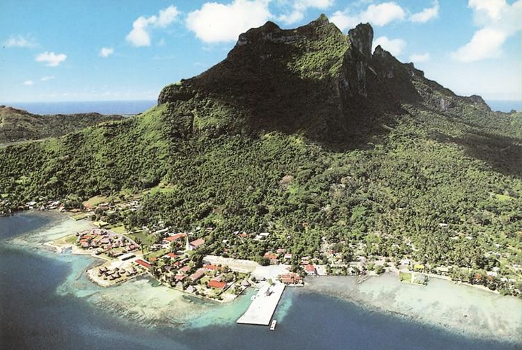 Village de Vaitape à Bora Bora dans les années 80