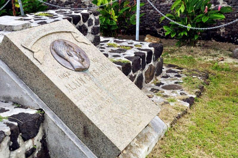 Stèle du navigateur Alain Gerbault, Bora Bora