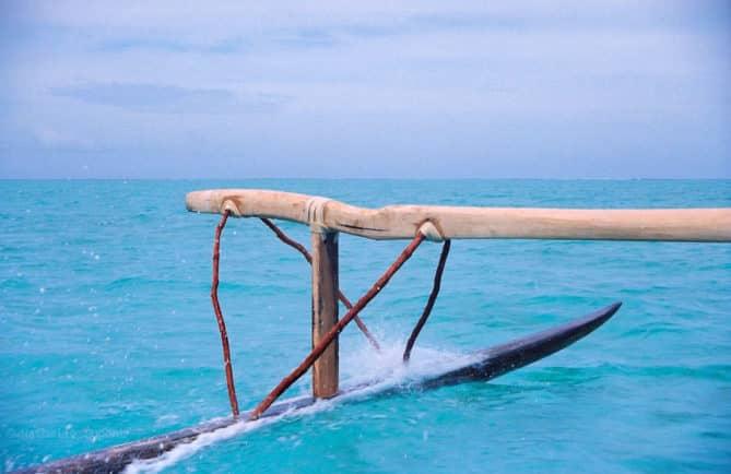 Tautu à la poursuite de sa pirogue perdue. Bora Bora. Photo Nathalie Dupont