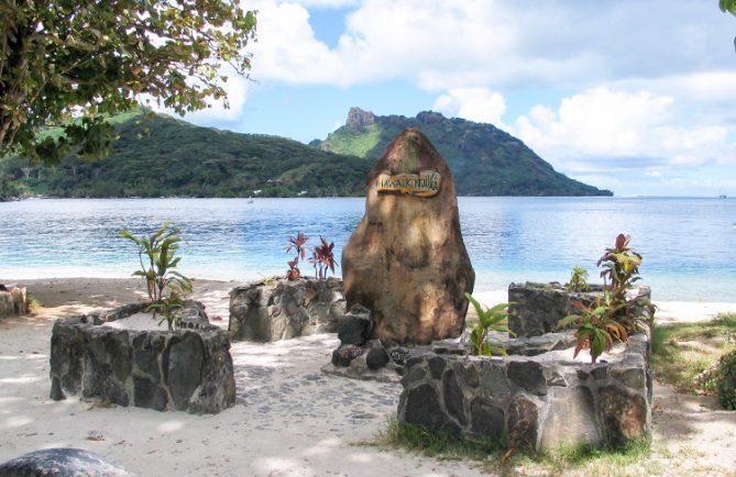 Stèle Hawaiki Nui de Huahine