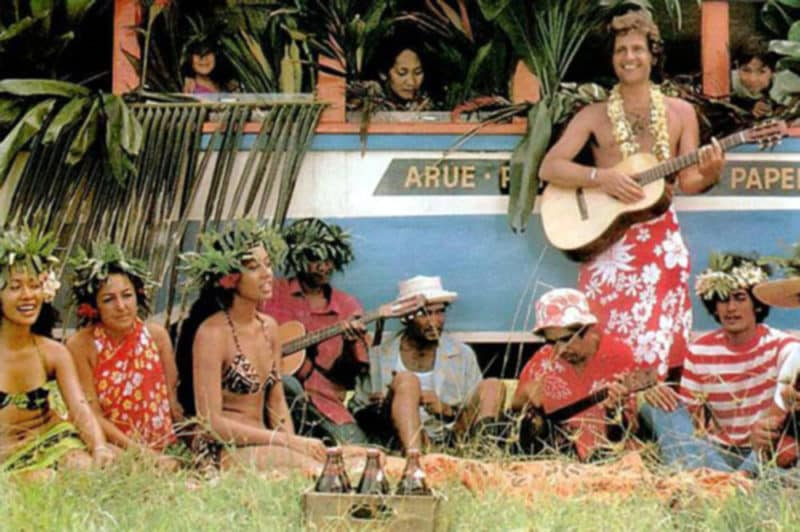 Le chanteur Joe Dassin à Tahiti