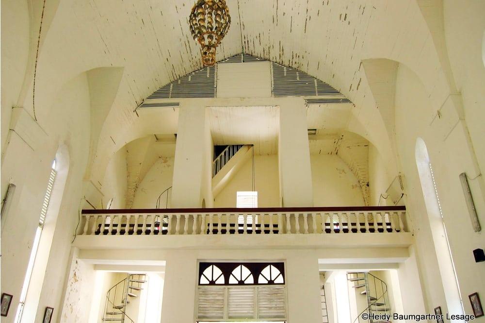 Intérieur de l'église de Makamo. Photo Heidy Baumgartner Lesage