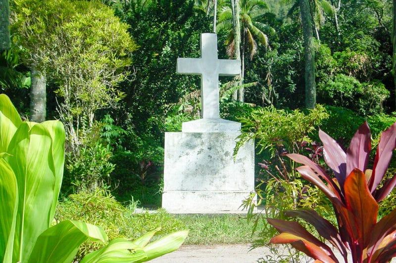 Croix du père Ferrier à Taku, Mangareva © Tahiti Heritage