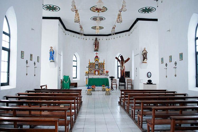 Première église de Napuka en 1924, un simple fare niau