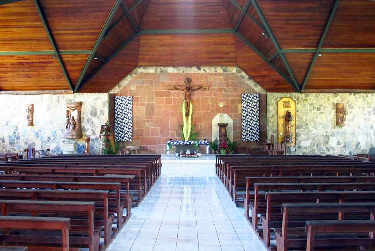 Intérieur de la cathédrale Notre-Dame de Taiohae, Nuku Hiva