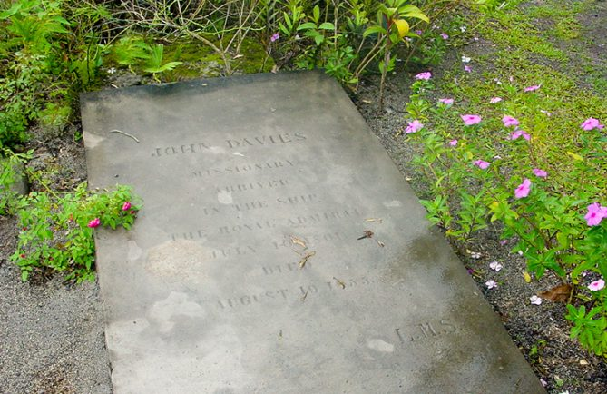 Tombe du missionnaire John Davies - Papara