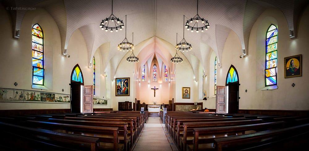 Intérieur de la Cathédrale Notre-Dame de Papeete. Photo Tahitiscape