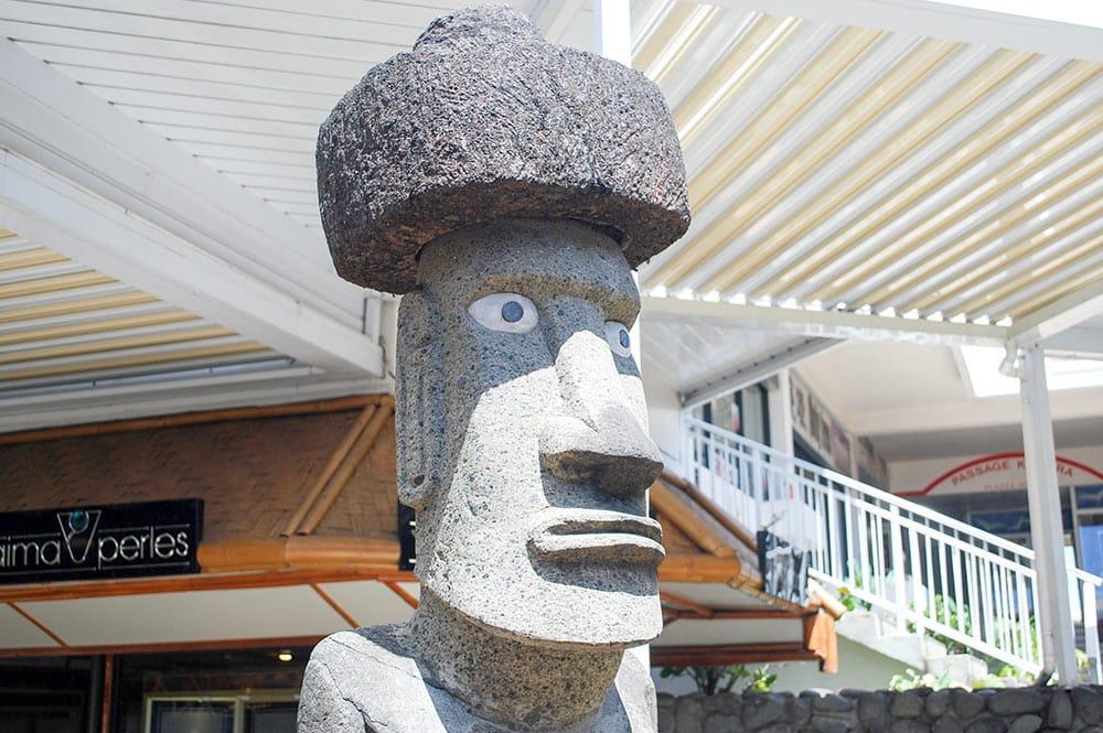 Moai de la Lan Chile au centre vaima à papeete