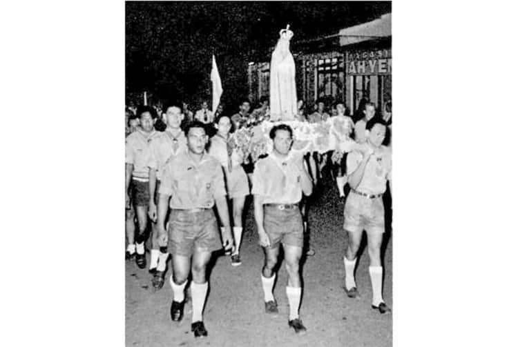 Notre Dame de Fatima portée par les scouts de Tahiti en 1953
