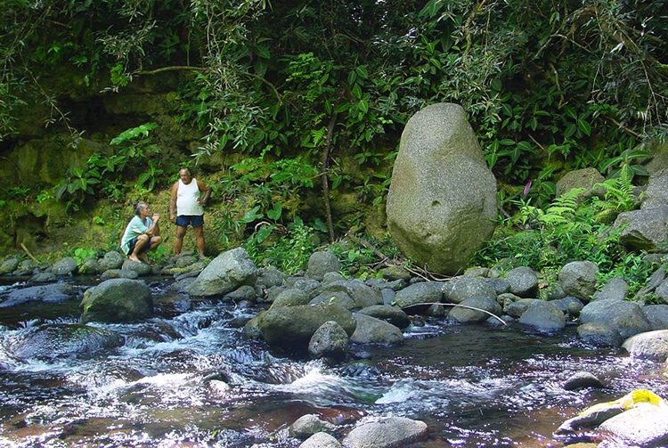 La pierre de la sculpture de Tahiri vahine