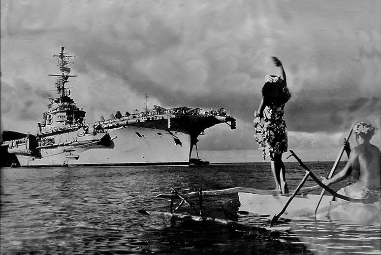 Deux Etendard devant le porte-avions Clémenceau à Vaiaro (Tahiti) en 1968