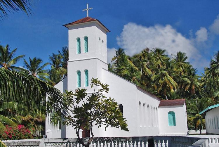 Eglise Saint-Benoit de Pukarua,. Photo Vuillermoz