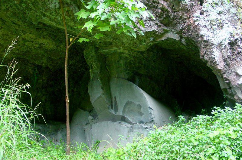 Ofai Marama (Pierre de lune) dans la vallée de la Punaruu à Punaauia