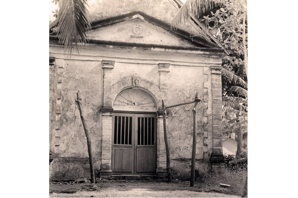 Chapelle Sainte-Anne de Rikitea en 1934 , Mangarevan Expedition