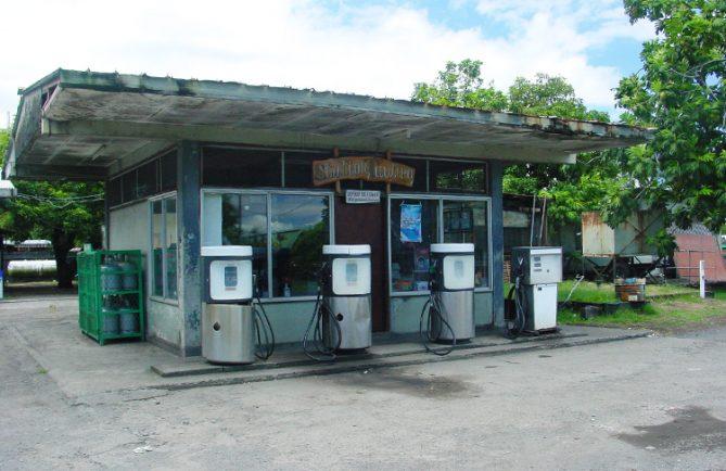 Station d'essence de Tautira, Tahiti © Tahitiheritage