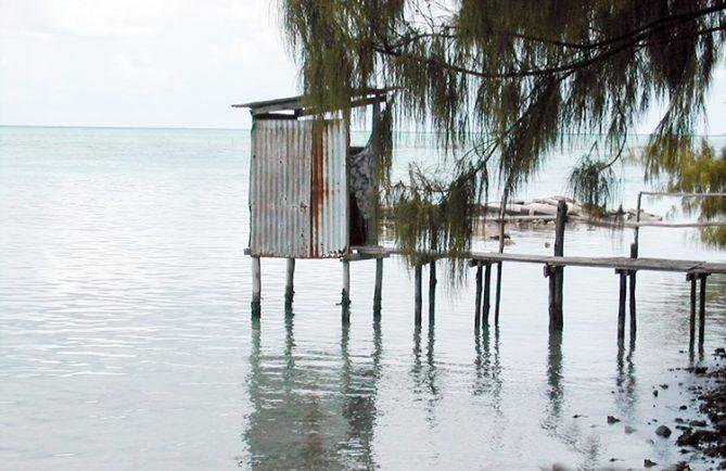 Wc suspendu, sur l'atoll de Toau