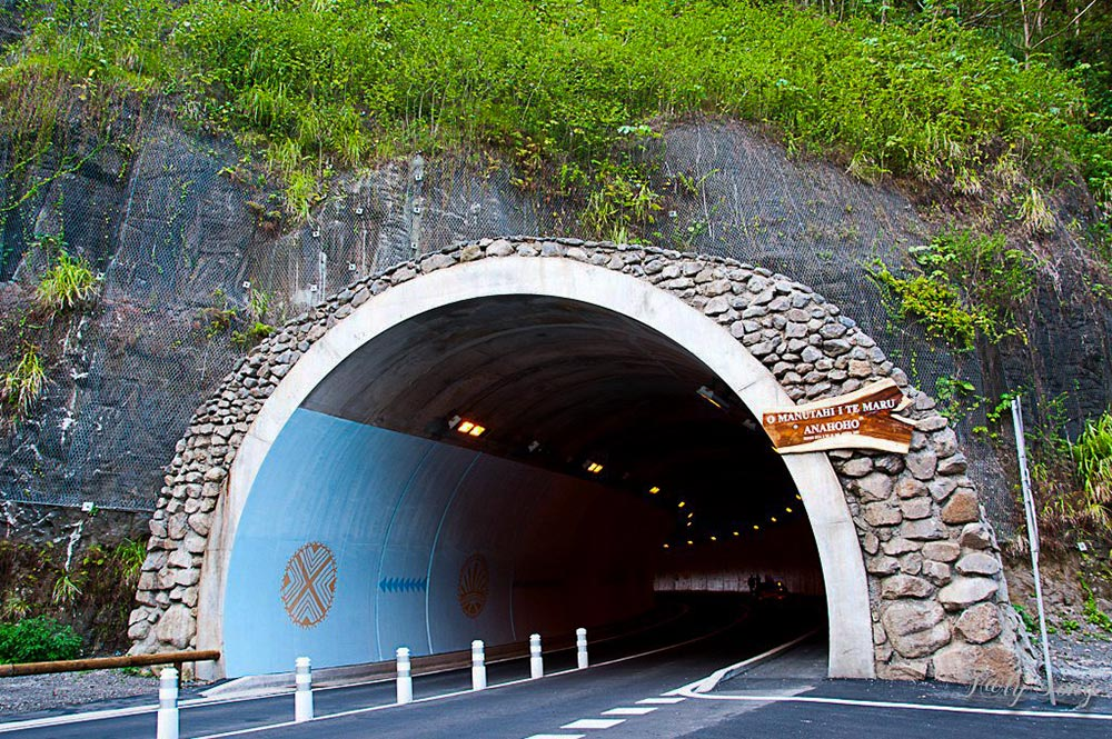 Tunnel Arahoho, à Tiarei, Tahiti. Photo TalySong