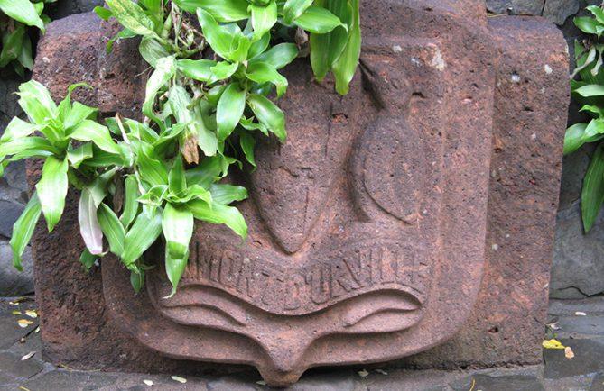 Monument d'Etienne Marchand, mairie de Ua Huka