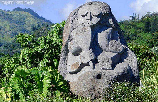 Statue de Tahiri vahine, à Pirae, Tahiti © Tahiti Heritage / Olivier Babin