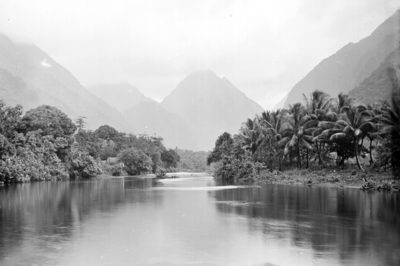 La rivière de Tautira en 1899 . Photo Henry Lemasson