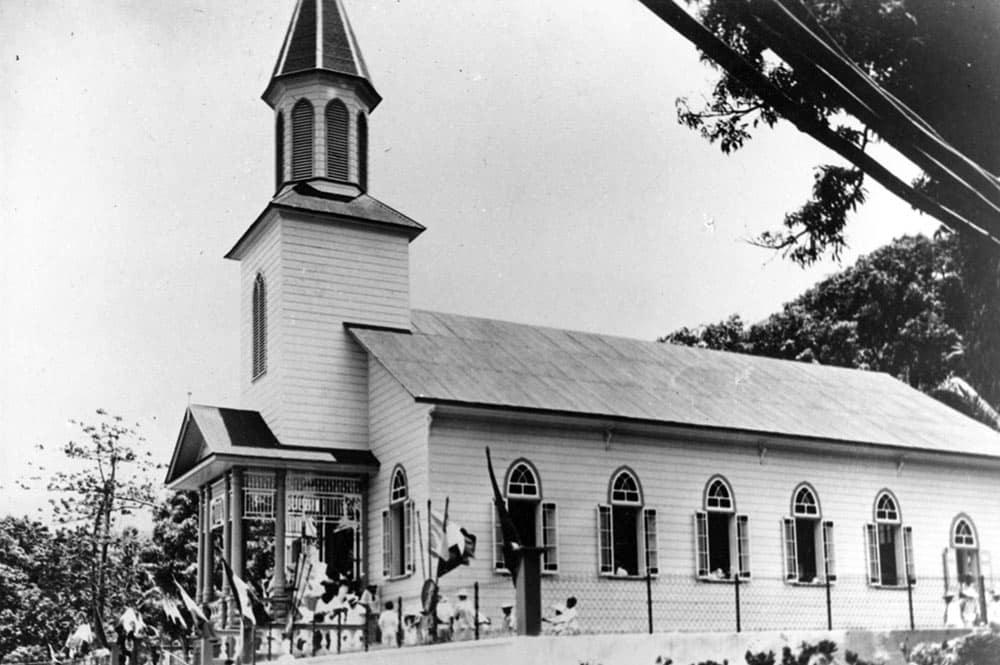 Inauguration du temple de Pueu le 15 décembre 1953. Coll DEFAP