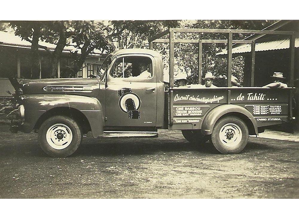 Camionnette des Ciné Tony à Hamuta