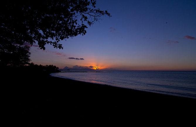 Coucher de soleil sur Mahina. Photo Marc Caraveao