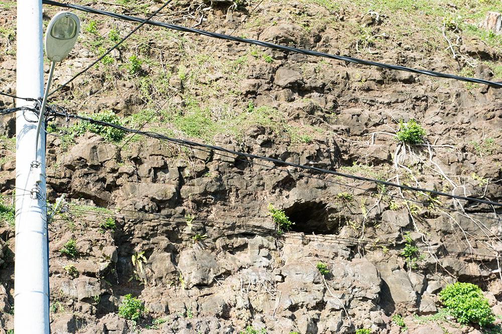 Grotte de Monoihere, à Orofara, Mahina. aout 2016 ©Tahiti Heritage
