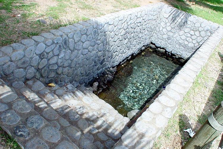 Source Vaipiihoro, le bain du chien Piihoro et des amours de Hina et de Monoihere