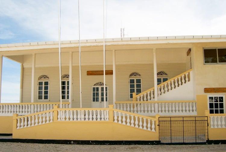 La mairie de Makemo en 2004