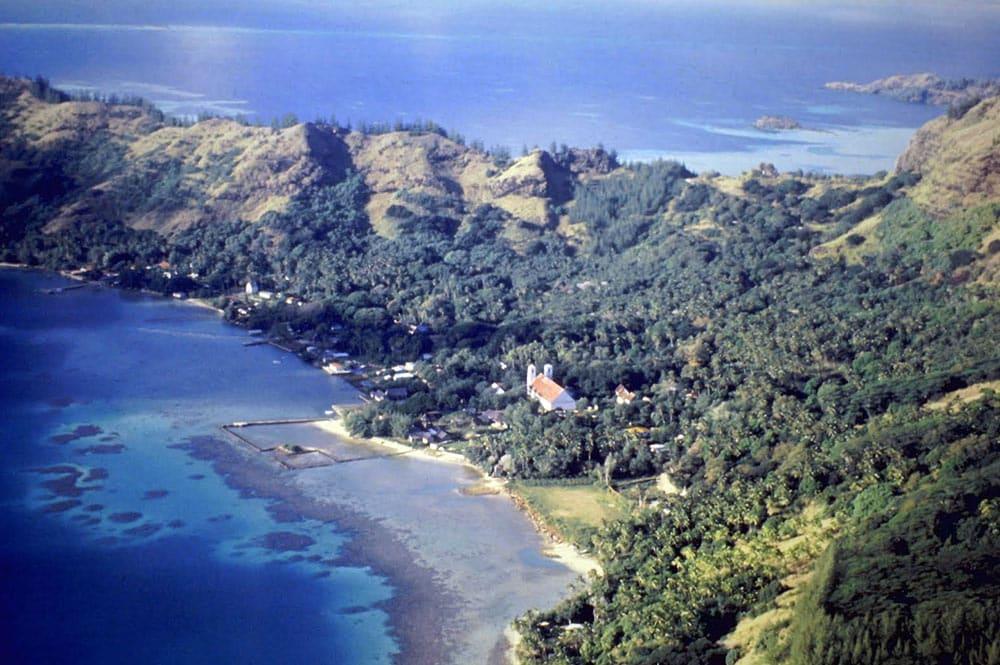 Village de Rikitea, avec le vivier du roi en 1981