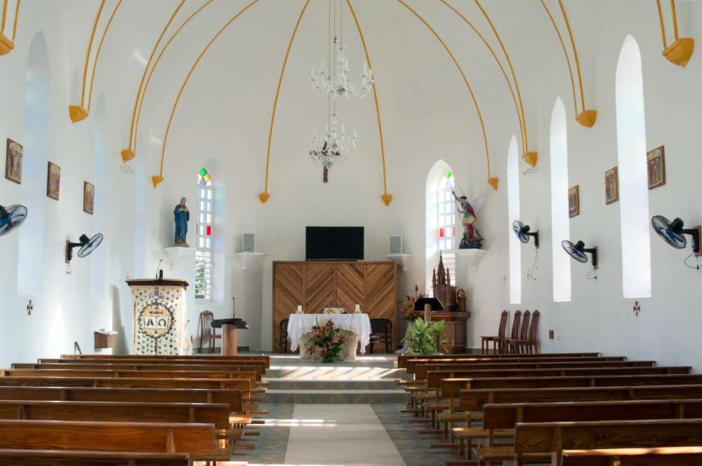 Intérieur de l'église Saint-Michel de Avatoru, Rangiroa © Tahiti Heritage 2016