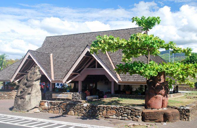 Fare couronnes de l'aéroport de Tahiti Faa'a © Tahiti Heritage