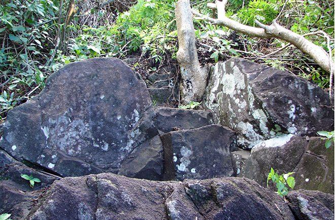 Fauteuil pour accoucher sur les hauteurs de Paea © Tahiti Heritage
