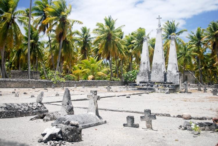 Cimetière de l'ancien village de Fakahina © Tahiti Heritage