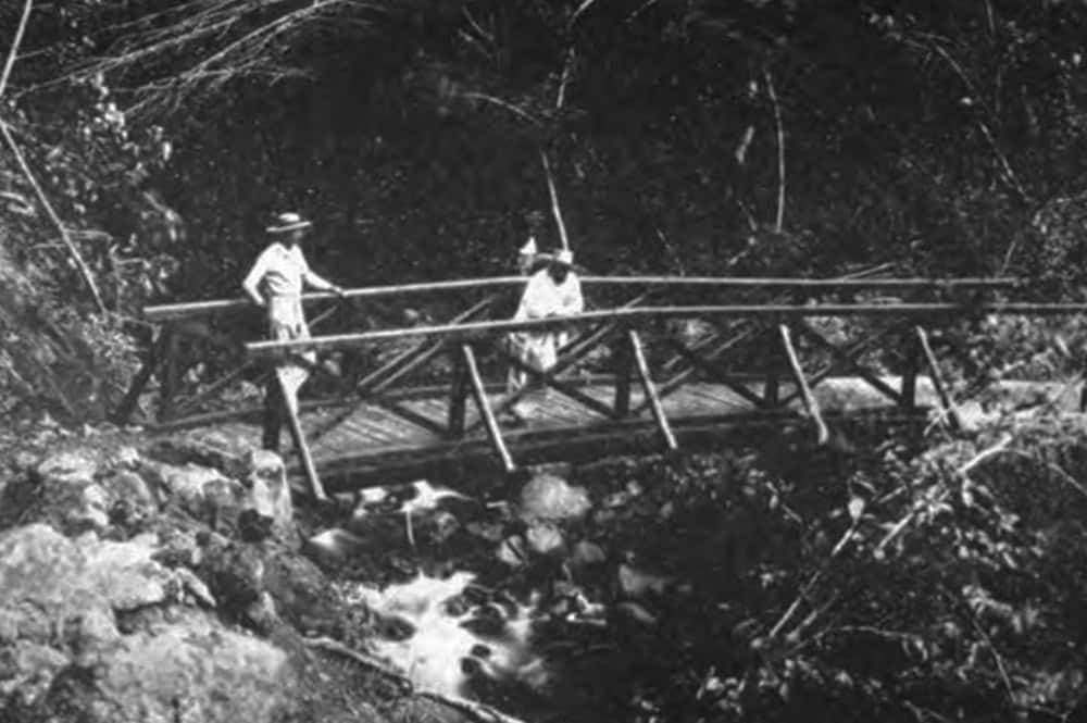 Le pont de la Falchoda sur la Fautaua en 1906