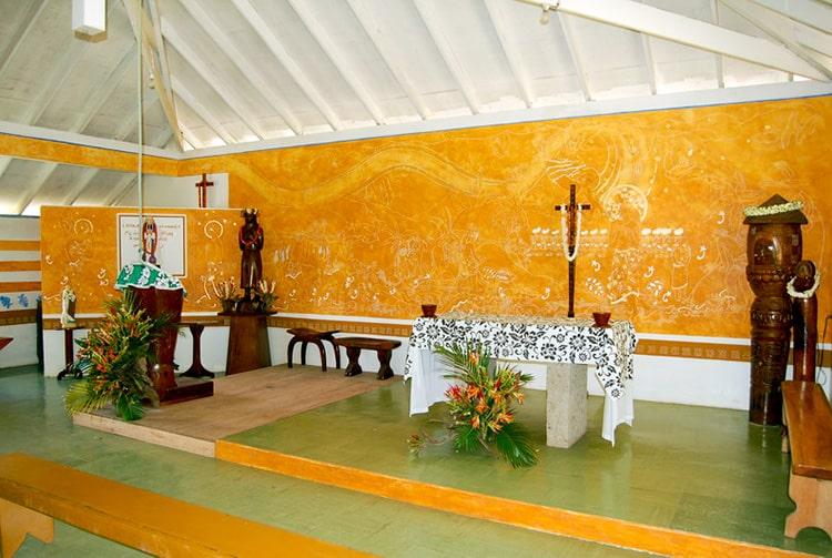 Interieur de l'église de Saint-Jean-Marie-Vianney, Hohoi. Photo Purutaa