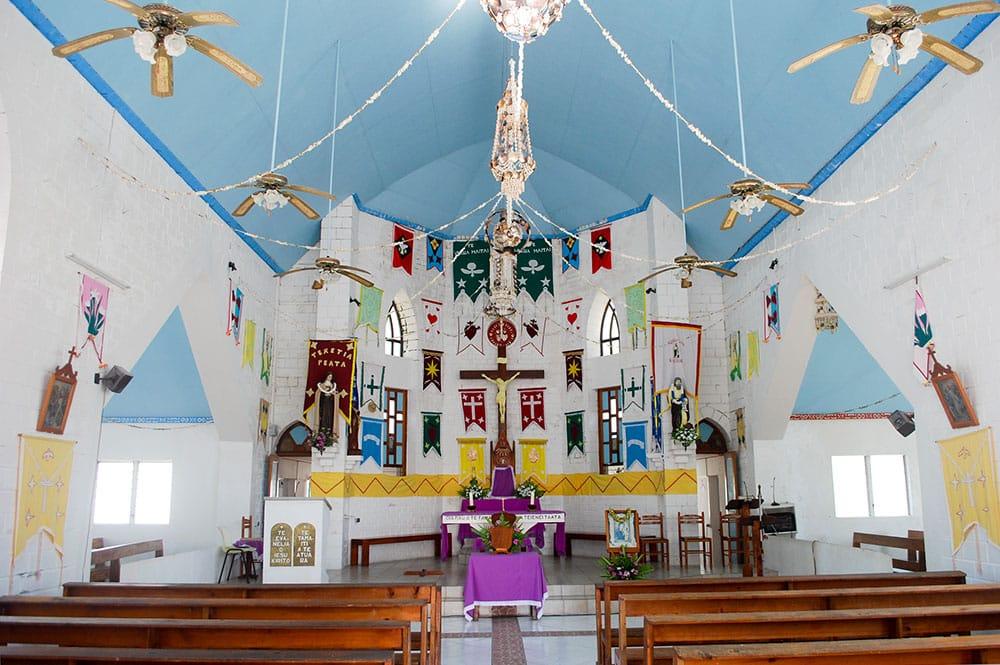 Intérieur de l'église Saint-Marc de Kauehi, Tuamotu ©Tahiti Heritage