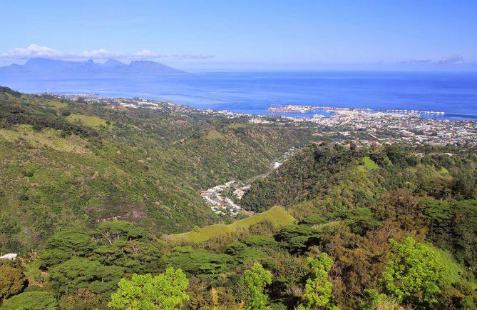 Vue du Belvedère de Pirae, sur Papeete et Moorea
