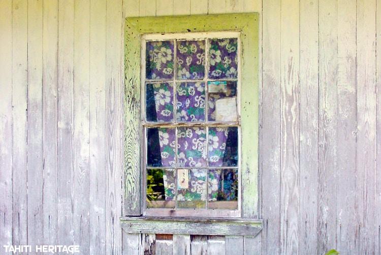 Fenêtre de la maison Martini de Taahuaia à Tubuai. © Tahiti Heritage