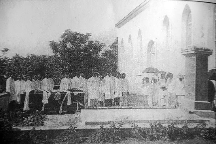 Enterrement de Dorence Atwater au temple de Papara. coll. Tahiti Heritage