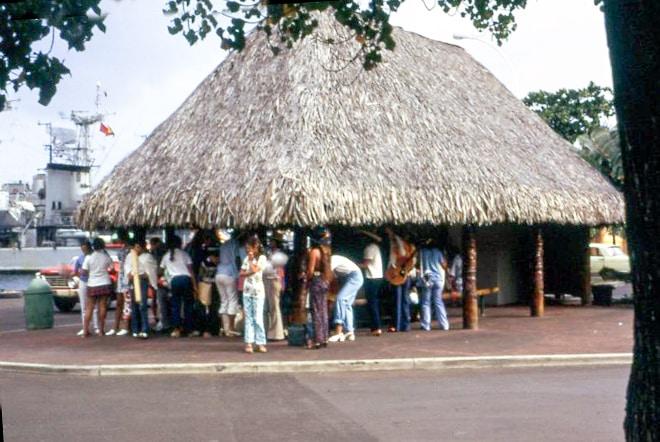Fare pote des couronnes du front de mer de Papeete