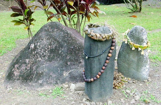 Pierre d'alliances, ofai nati, à Farhape dans la vallée de la Papenoo.