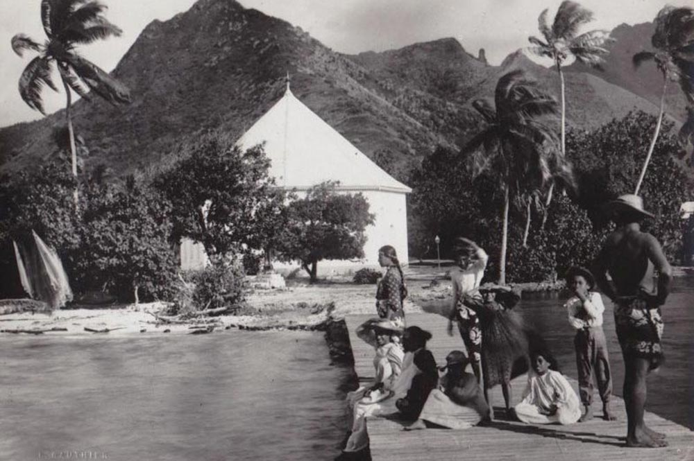 Le temple de Papetoai en 1910. Photo Lucien Gauthier