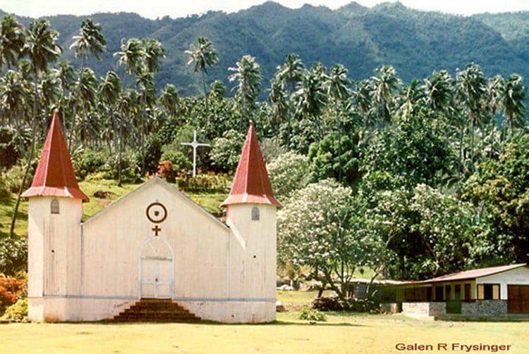 Ancienne église de Hatiheu, Nuku-Hiva en 1995. Photo Galen R Frysinger