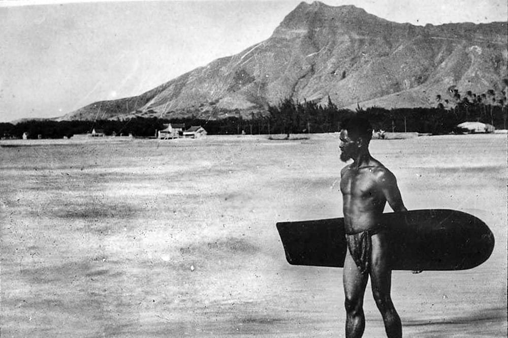 Surfeur tahitien en 1914 - Photo Bjarne-Kroepelien