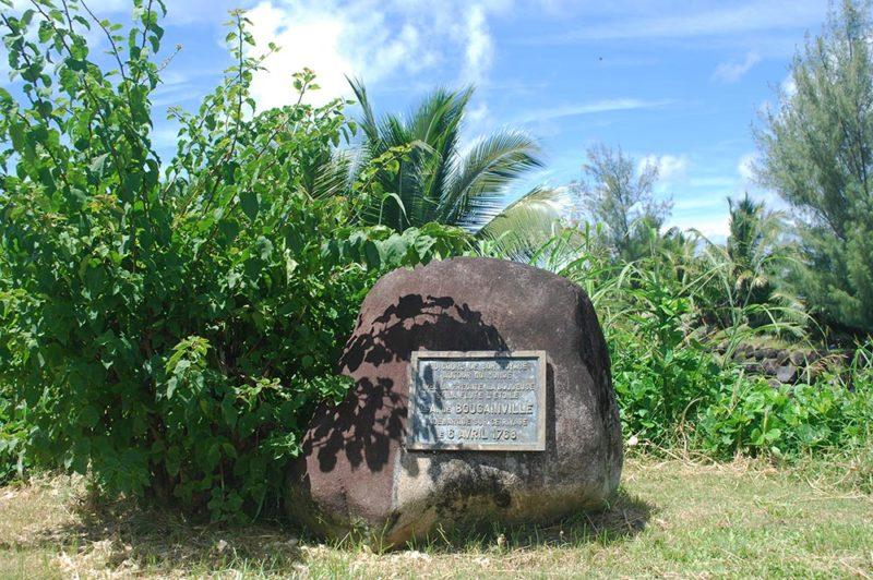 Stèle de l'arrivée de Bougainville à Tahiti, Hitiaa © Tahiti Heritage